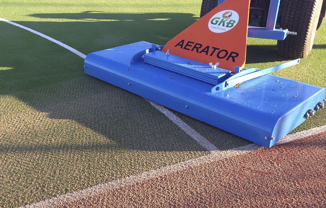 "<b>Decompaction of synthetic turf</b><p></p>Our decompaction principle has been developed in 2000 together with Desso Sport Systems. Where a regular beam with steel teeth can cause some type of wear by splitting the fiber tips. The possibility of wear with the Aerator is absent. Carbide teeth and synthetic turf pitches might not sound like the best combination at first sight. Nevertheless, because of the slight prying effect (instead of the ""scratches"" across the pitch from the tines), the Aerator will not damage the fibers."