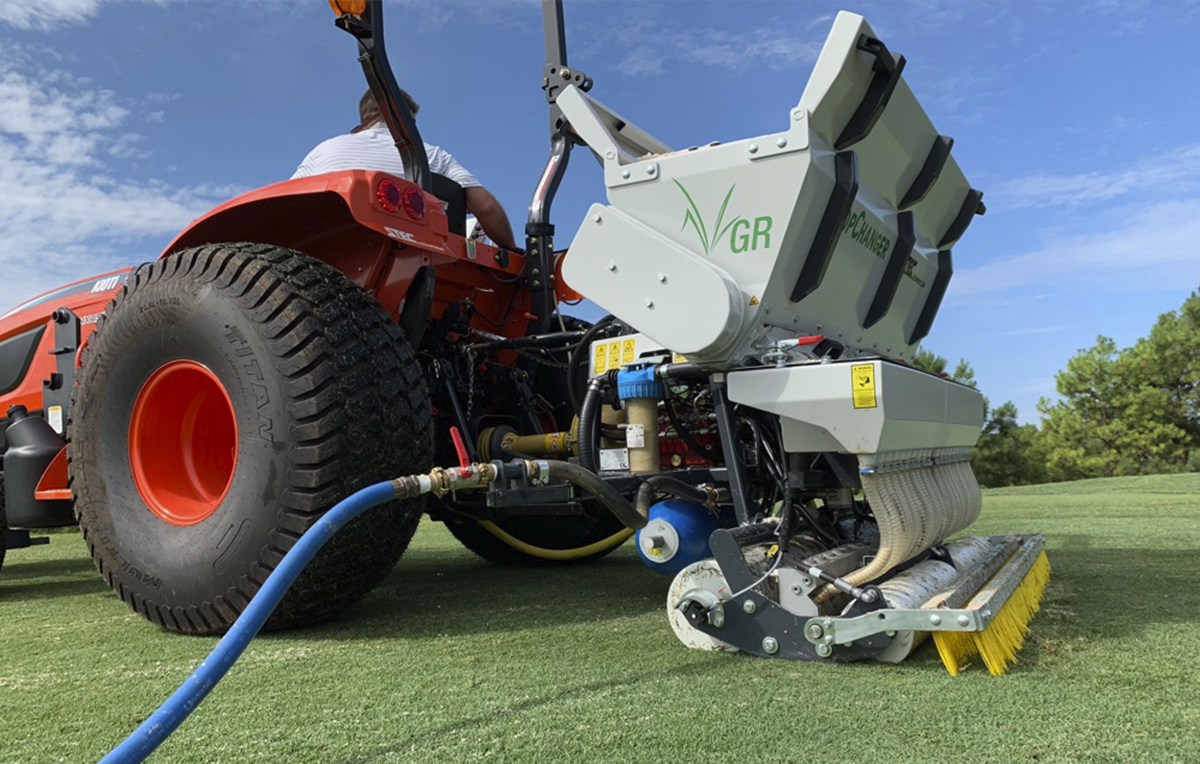<b>It INjects Wet or Dry Sand</b><p></p>If necessary, the aeration holes can be filled immediately with wet or dry sand. The TopChanger injects the sand deep into the soil, which keeps any residue left on the sports field to a minimum.<p></p>  The sand helps the water infiltrate better in the lower layer of the soil. The top layer of the field thus remains dryer and better playable. Apart from sand, you can also inject soil improving products into the soil with the TopChanger.