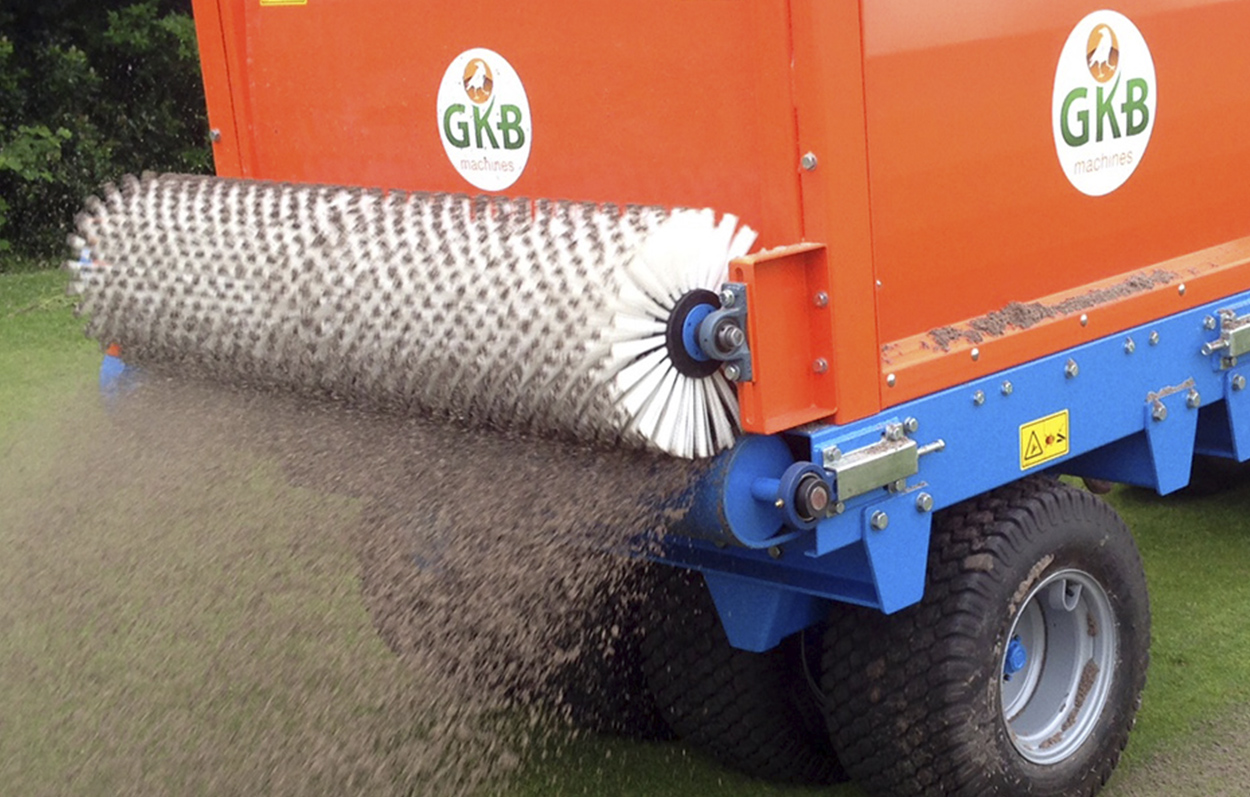 <b>Variable Spread</b><p></p>The hydraulic adjustable spreading brush with a layer thickness valve which is adjustable to spread up to 4.5 feet!